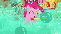 Pinkie Pie engulfed by soap bubbles S7E19