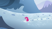 Pinkie looks at the right S5E11