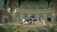 Ponies keep Talisman away from Ahuizotl S9E21