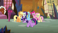Twilight Sparkle doesn't know what to do S9E2
