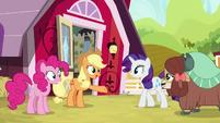 Applejack welcomes Yona to the farm S9E7
