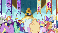 Cruise ponies cheering for Twilight and Cadance S7E22