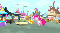 Pinkie Pie enters the marketplace S4E12