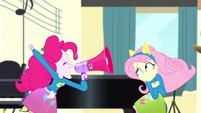 Pinkie Pie shouting very loudly SS4