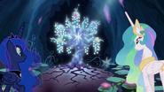S04E02 Księżniczki spoglądają na Drzewo Harmonii