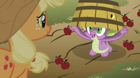 Spike under an apple basket S03E09