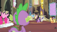 Spike watching his friends clean S4E06