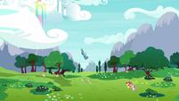 Rainbow Dash flies down to the CMC S9E22