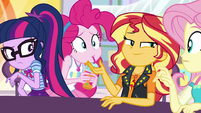 Sunset presents Pinkie as an example EGROF