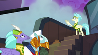 Hippogriff Sailor pointing to the fog S8E21