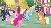 Rainbow Dash thanking her friends S4E21