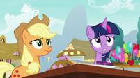 Twilight and Applejack look uncomfortable S7E23