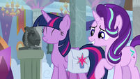 Twilight and Starlight touched by Cozy's thoughtfulness S8E25