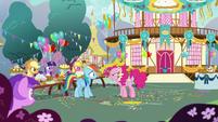 Pinkie Pie accusing Rainbow Dash S7E23