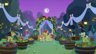 S07E13 Grand Pear i Babcia Smith nakrywają Bright Maca i Pear Butter na ślubie