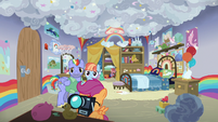 Scootaloo takes pictures of Rainbow's old bedroom S7E7