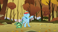 Rainbow makes her song-finishing pose while holding Tank's hand S5E5