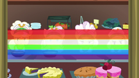 Rainbow quickly places carrot soup on trays S8E5
