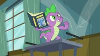 Spike striking a heroic pose S7E3