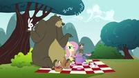 Bear shrugging S3E3