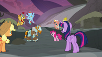 Rainbow Dash cheering happily S7E26