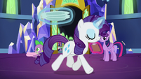 Rarity levitates plates; Spike carries towels S5E19