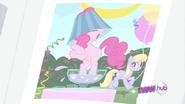 S02E23 Pinkie Pie ośmiesza się na przyjęciu