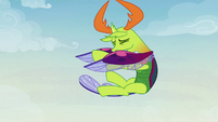 Thorax being thrown by the maulwurf S7E17