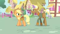 Trenderhoof levitating an apple S4E13