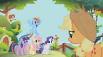 Applejack marshaling her friends S1E10