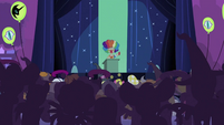 Mayor on the stage S2E04