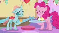 Pinkie Pie giving Ocellus a compliment S8E12