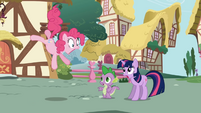 Pinkie astonished to see new pony (Twilight) in town S1E01