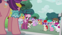 Ponies listening to Spoiled Rich S5E18