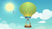 Rainbow groaning at the balloon's slowness S8E5