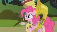 S01E10 Pinkie z instrumentami.png