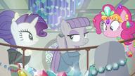 S06E03 Maud Pie przykłada Bouldera do ucha