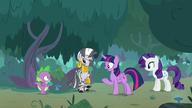 S08E11 Twilight tłumaczy, że Spike może dalej z nią mieszkać po wylince