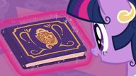 S9E26 Książka Twilight Sparkle z jej wspomnieniami