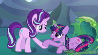 Starlight Glimmer helps Twilight to her hooves S6E26