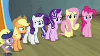 Twilight's friends concerned and curious S8E7