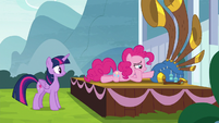 Twilight watches Pinkie fawn over yovidaphone S8E18