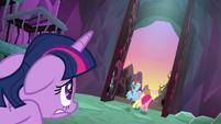 Twilight watches her friends escape S8E26
