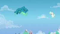 Young Sky Stinger successfully performs a loop S6E24