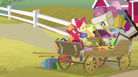 Big Mac puts Apple Bloom in the wagon S4E09