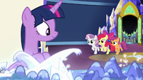 Crusaders burst into the throne room S8E6