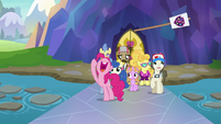 Pinkie Pie tosses her tour banner away S8E11