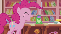 Pinkie spinning a whisk with her hair S5E8