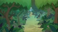 Ponies and students deep in the woods S8E9