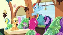 """Rainbow """"I need to meet the Wonderbolts!"""" S9E26"""